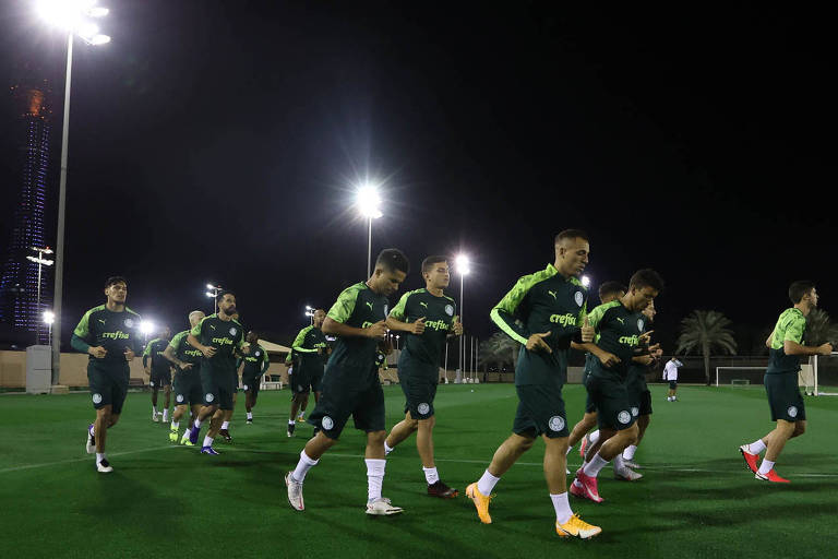 O elenco palmeirense durante treino preparatório para a semifinal, no Qatar