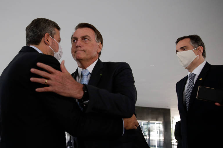 Aliança entre Bolsonaro e centrão testa abraço entre direita e extrema direita
