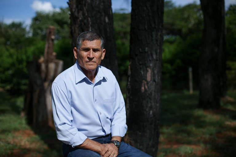 O general Carlos Alberto dos Santos Cruz em sua chácara, nos arredores de Brasília