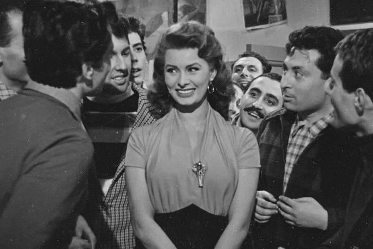 """A atriz Sophia Loren em cena de """"O Signo de Vênus"""""""