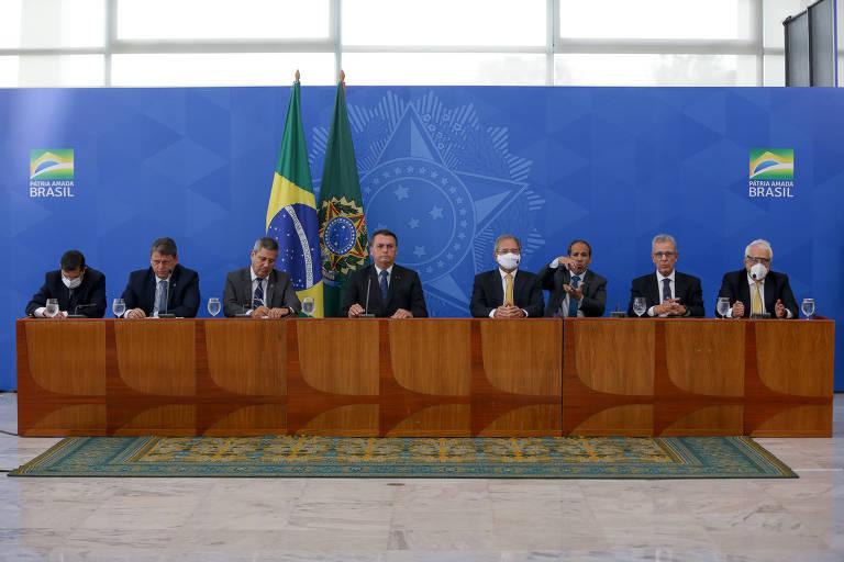 O presidente Jair Bolsonaro participa de entrevista coletiva com ministros do governo na última sexta-feira (5) no Palácio do Planalto