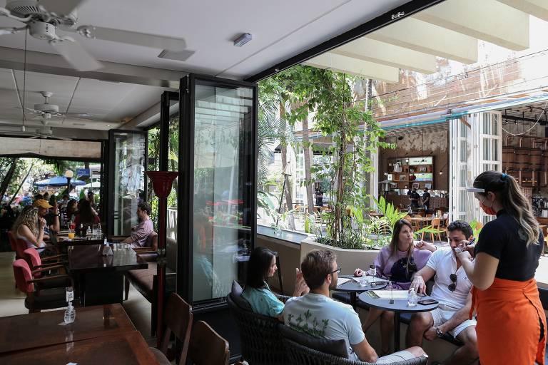 Movimento no restaurante Santo Grão, no Itaim Bibi