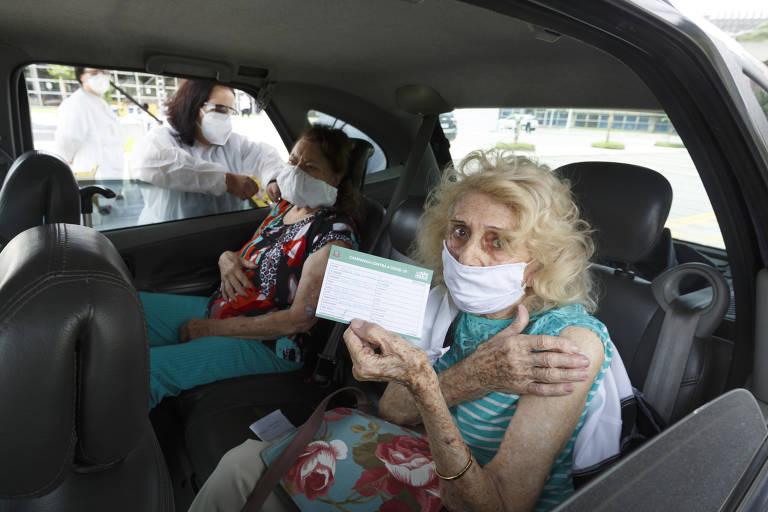 Vacinação de idosos com mais de 90 anos neste sábado (6)