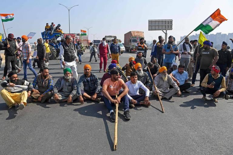 Índia endurece perseguição a jornalistas por cobertura de protestos de agricultores