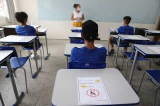 A escola estadual Livio Xavier, zona leste de SP, recebeu alunos para merendas