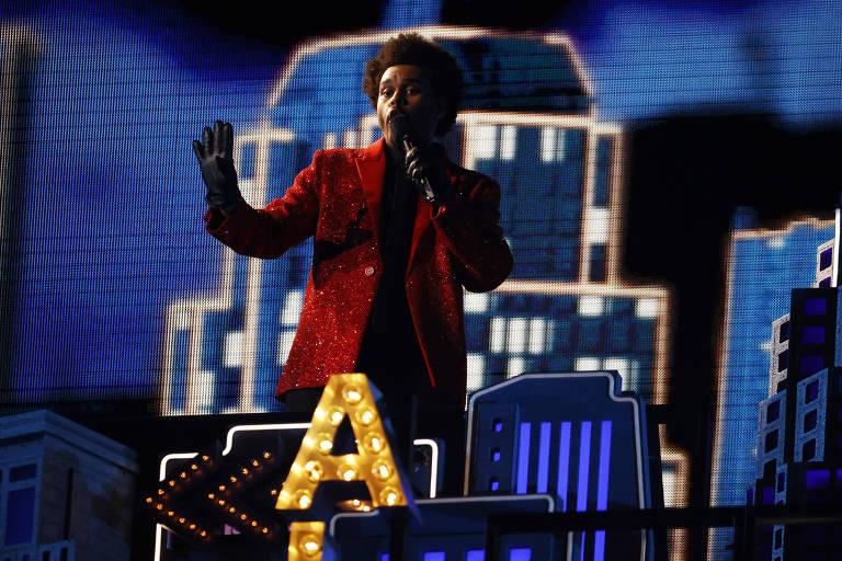 O cantor The Weeknd durante show no Super Bowl