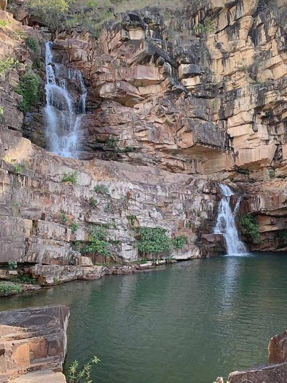 Água da cachoeira limpa