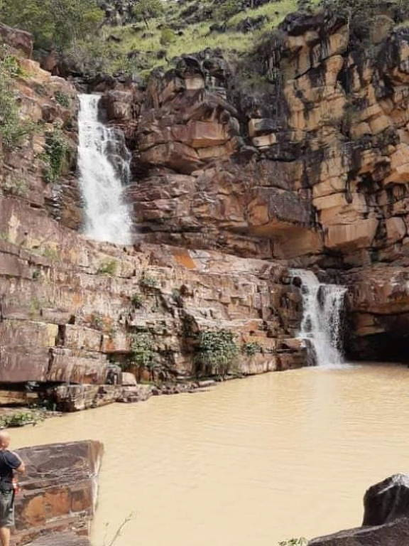 Água da cachoeira suja