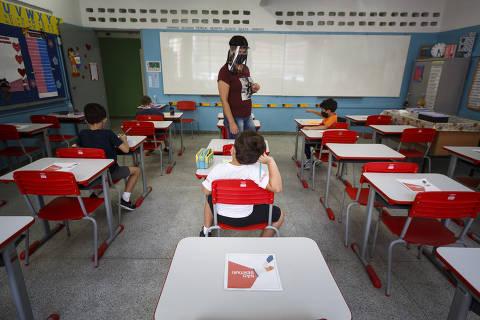 Câmara aprova projeto que reconhece aulas presenciais como atividade essencial