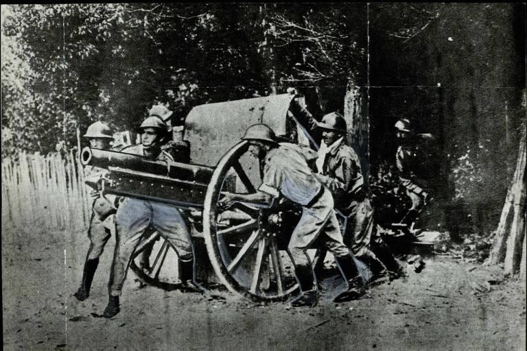 Movimentação de soldados paulistas durante operações na Revolução Constitucionalista de 1932, que não conseguiu tirar Getúlio Vargas da Presidência da República