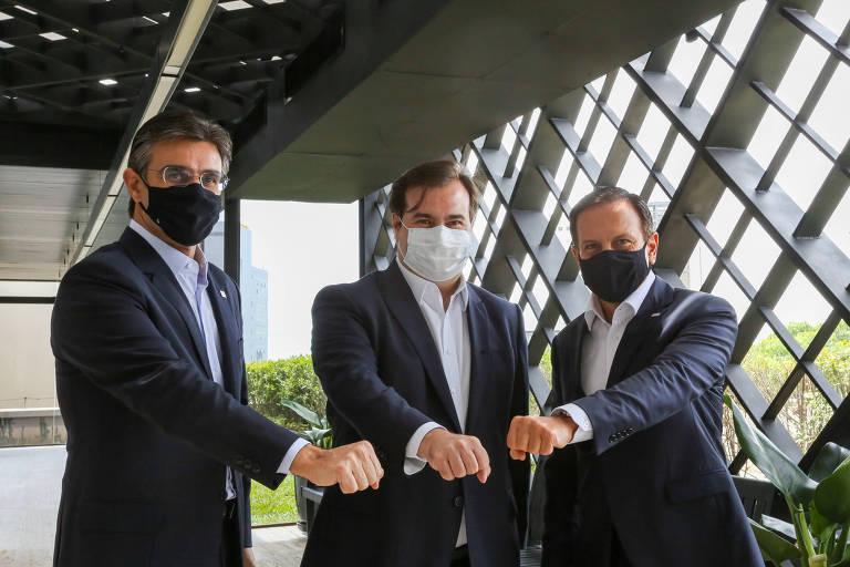 O vice Rodrigo Garcia, o deputado Rodrigo Maia e João Doria durante encontro no Palácio dos Bandeirantes