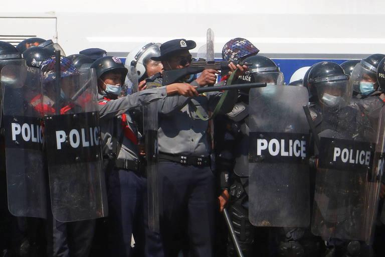 Militares reprimem protestos contra golpe em Mianmar e deixam 4 feridos