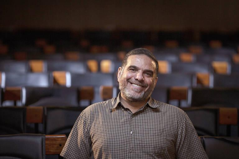 O engenheiro Talal al-Tinawi, refugiado da guerra da Síria, no auditório da Folha