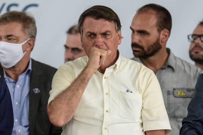 Voto de Flávio Bolsonaro na PEC Emergencial irrita policiais, que criticam discurso eleitoreiro de presidente