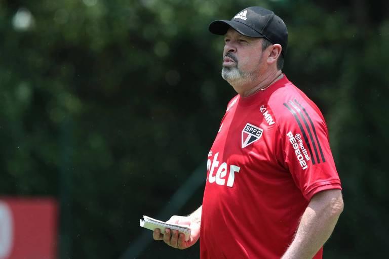 Com técnico interino, São Paulo recebe o Ceará por permanência no G4