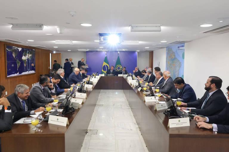 Reunião ministerial na manhã desta terça; o lugar à direita de Bolsonaro é geralmente ocupado por Hamilton Mourão