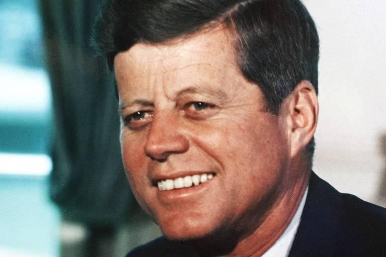O presidente dos EUA, John F. Kennedy, no Salão Oval da Casa Branca, em Washington, em 1963