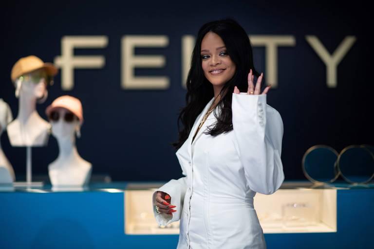 Rihanna tem linha de roupas suspensa e vai focar apenas lingerie e cosméticos