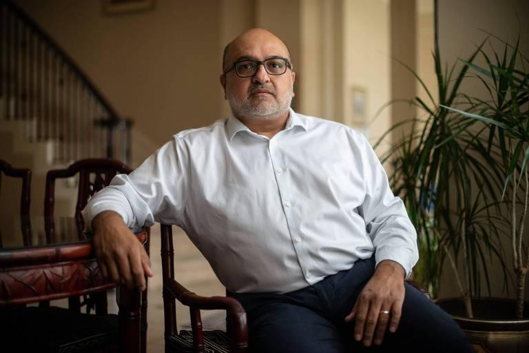 O médico Hasan Gokal em sua casa em Sugar Land, no Texas