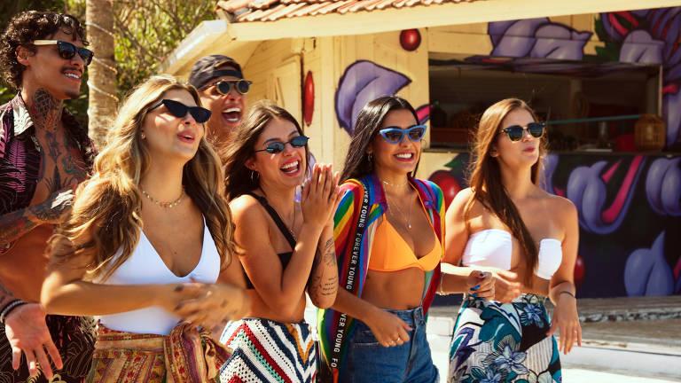 2ª  temporada da série Soltos em Floripa.Comentada por seis celebridades, nova temporada traz aventuras, festas, brigas, drama, diversão e romance, em oito episódios