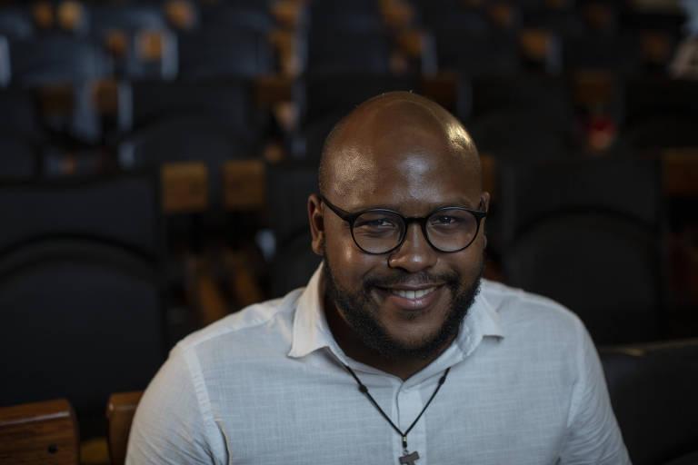 O ativista da teologia negra Jackson Augusto, no auditório da Folha