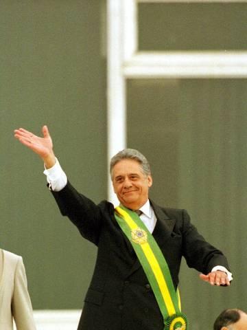 ORG XMIT: 104701_1.tif Cerimônia de posse do presidente Fernando Henrique Cardoso: FHC acena para o público do parlatório, do Palácio do Planalto.