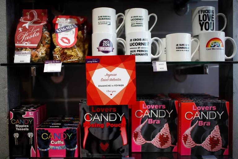 Sem restaurantes, franceses recorrem a brinquedos sexuais no Dia dos Namorados