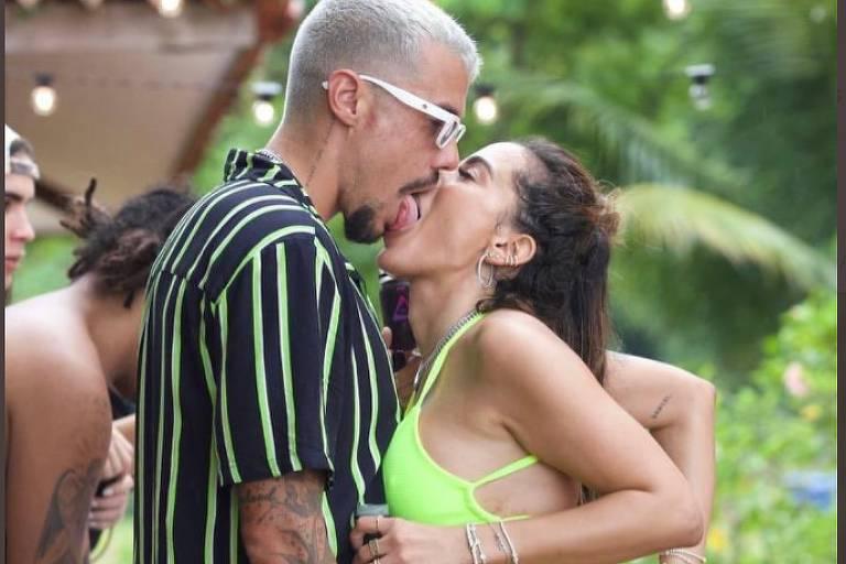 Anitta beija Lipe Ribeiro em reality