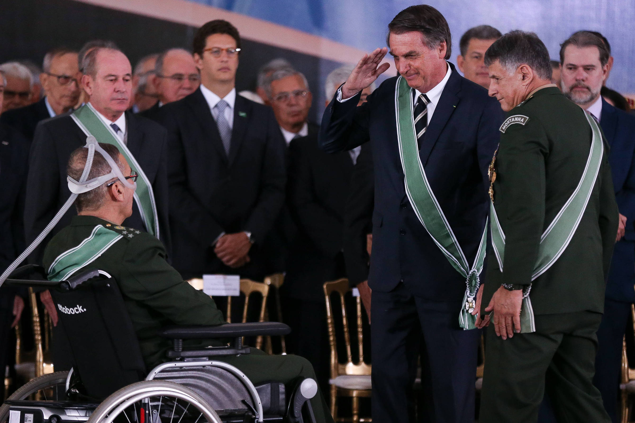 Janio de Freitas: Estapafúrdio produzido por Bolsonaro e apoiado por generais tem a ver com intenções definidas