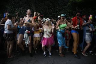Sábado de Carnaval, rumo ao Baile da ZR
