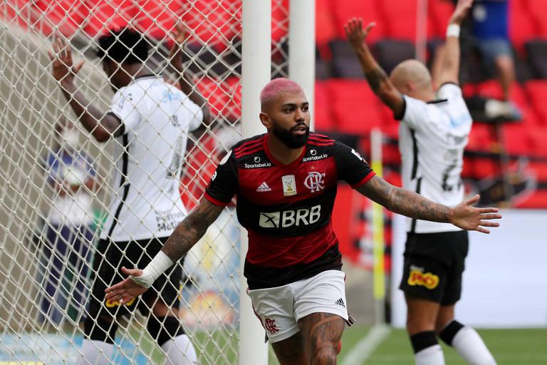 Gabriel comemora segundo gol do Flamengo sobre o Corinthians