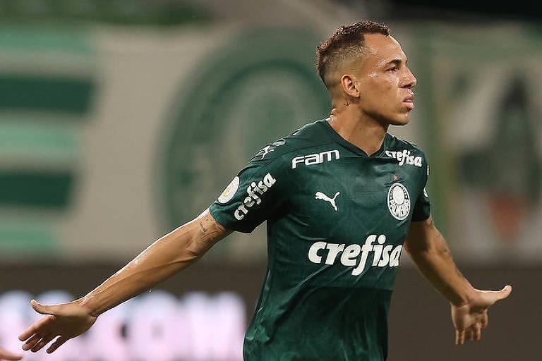 O palmeirense Breno Lopes comemora gol contra o Fortaleza, pelo Brasileiro
