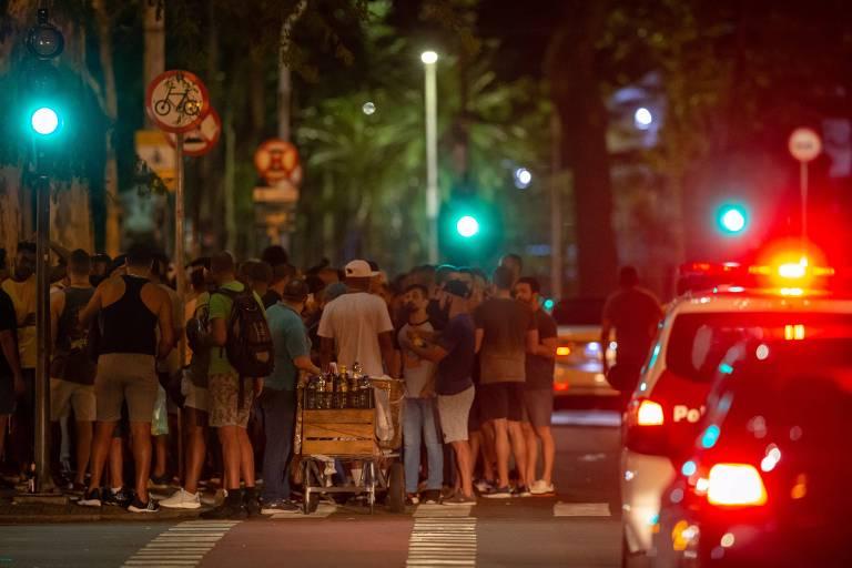 Vigilância sanitária interdita bares em bairro boêmio de São Paulo durante o Carnaval