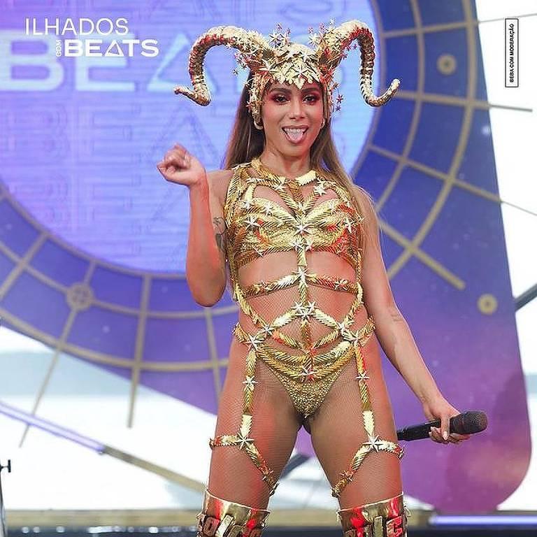 Anitta faz live durante o reality  Ilhados com Beats
