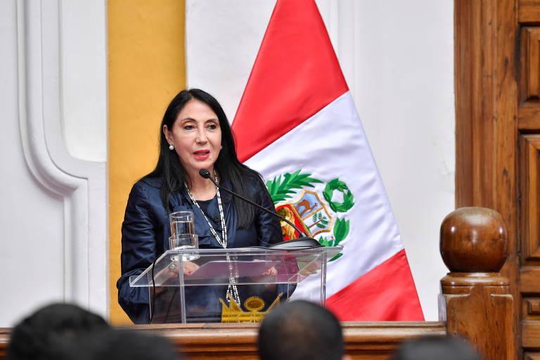 Ex-presidente fura fila da vacina de Covid-19, e escândalo derruba duas ministras no Peru