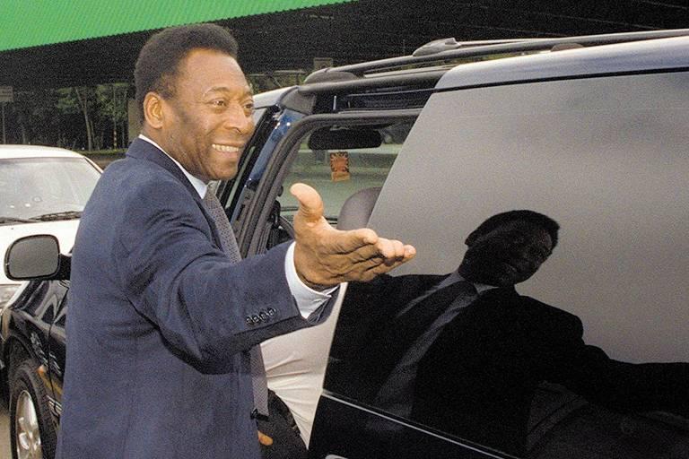 Chegada do ex-jogador de futebol Pelé a São Paulo, no aeroporto de Cumbica, quando a empresa Pelé Sports e Marketing Inc. foi acusada de desviar U$ 700 mil destinados a um evento da Unicef da Argentina que não foi realizado