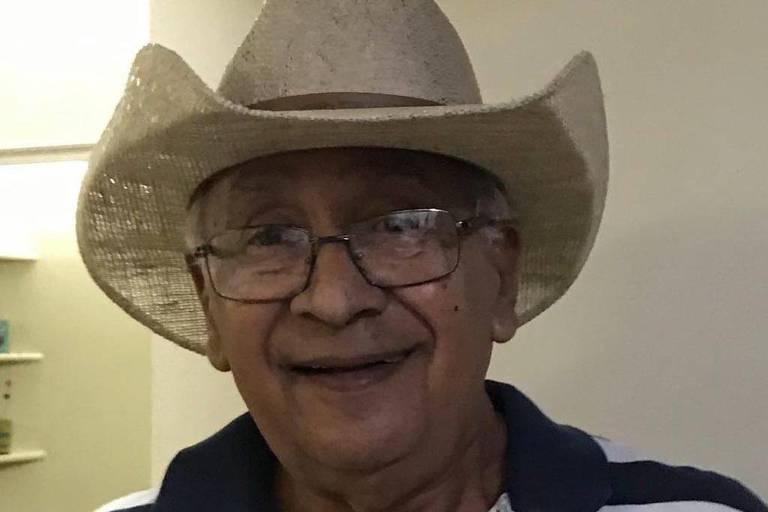 José Plácido, 77, gostava de cantar e festejar com amigos e família