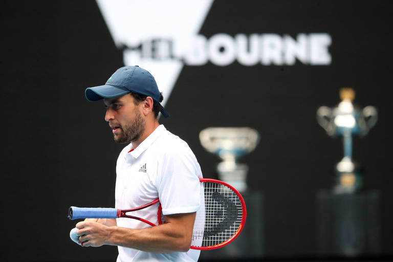 Jornada improvável leva russo Karatsev às semis do Australian Open