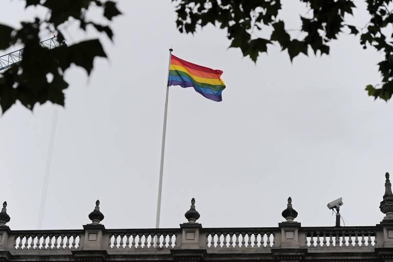 Reino Unido vai devolver medalhas a militares dispensados por serem gays