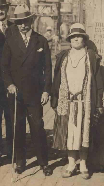 Estácio Coimbra (PRB, Partido Republicano Baiano), de Pernambuco, era governista e presidente do Senado em 1921