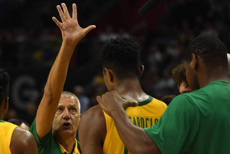 Colômbia proíbe entrada da seleção brasileira de basquete no país