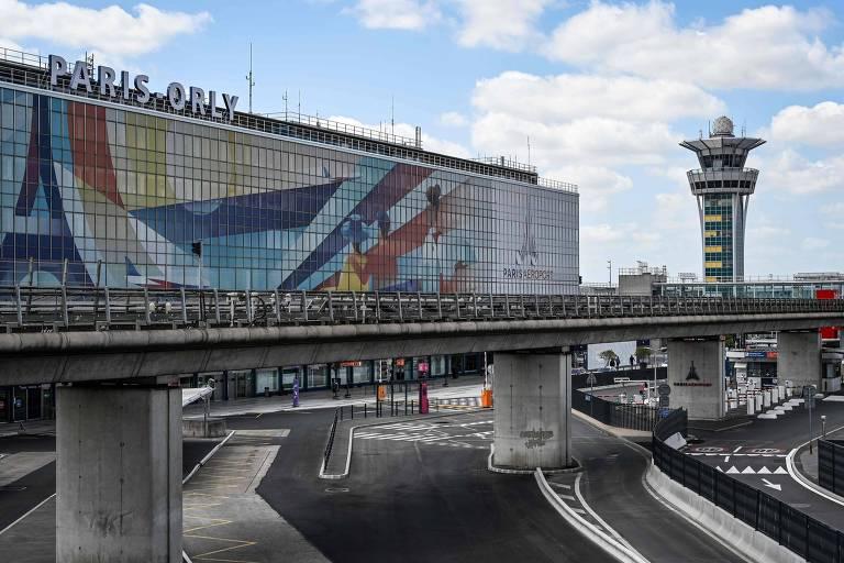 O aeroporto de Orly, nos arredores de Paris