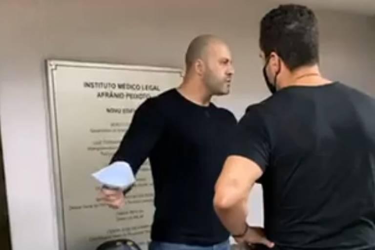 Deputado Daniel Silveira discute com policial civil que pediu para que ele usasse máscara
