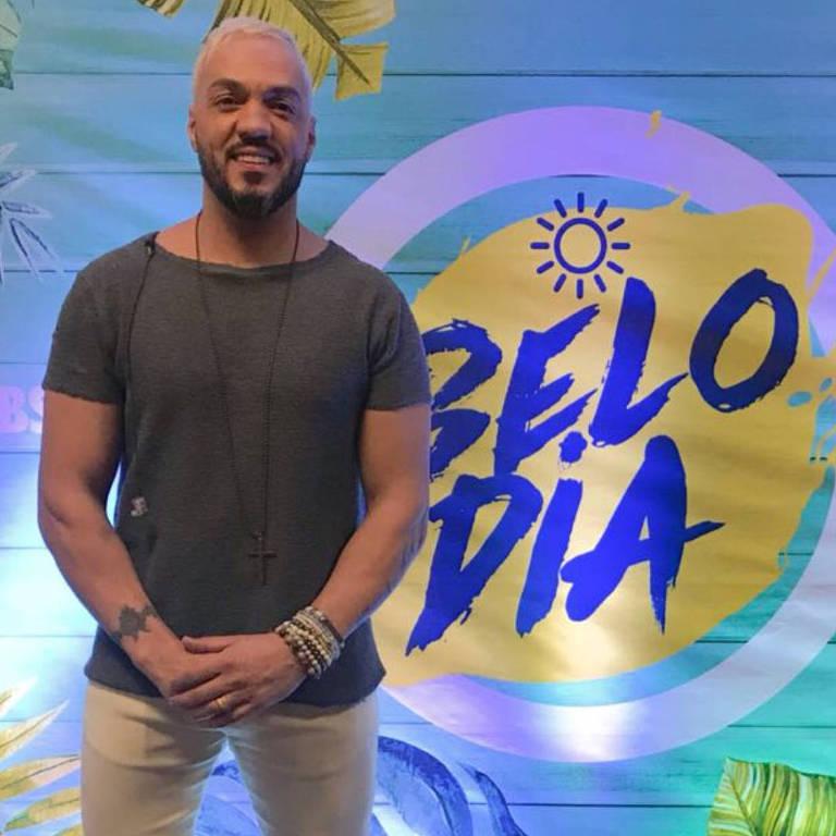 Imagens do cantor  Belo