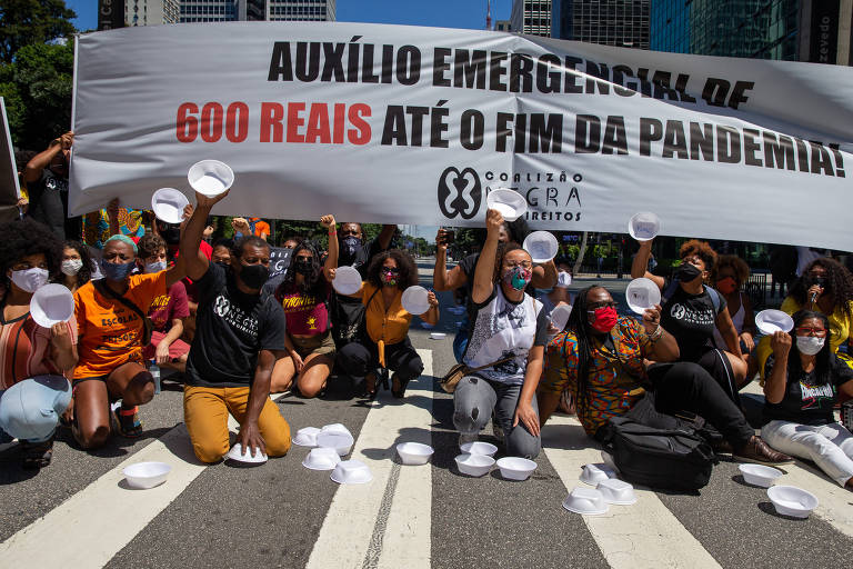 Protesto da Coalizão Negra em SP pede manutenção do auxilio emergencial