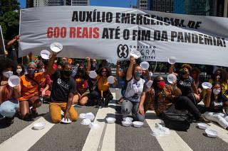 Protesto pedindo prorrogação auxílio emergencial na av. Paulista, em SP