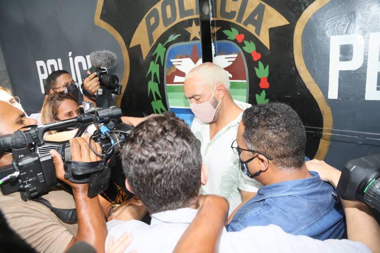 Cantor Belo deixa prisão após show na pandemia