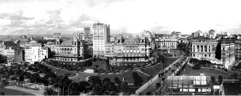 Vista do Anhangabaú nos anos 1920, com o viaduto do Chá e a praça do Patriarca ao fundo