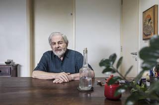 Retrato do escritor Raduan Nassar,85, em seu apartamento na Vila Madalena (Raduan  quebrou silencio de quase 20 anos para se manifestar contra o impeachment de Dilma em 2016. Proximo de Lula e critico da Lava Jato)