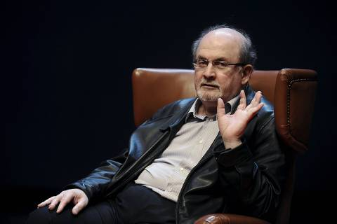 Author Salman Rushdie gestures during a news conference before the presentation of his latest book 'Two Years Eight Months and Twenty-Eight Nights' at the Niemeyer Center in Aviles, northern Spain, October 7, 2015. REUTERS/Eloy Alonso ORG XMIT: EAG08